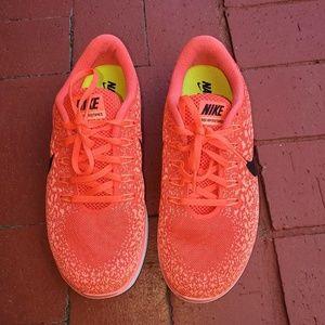 Women Nike free rn distance
